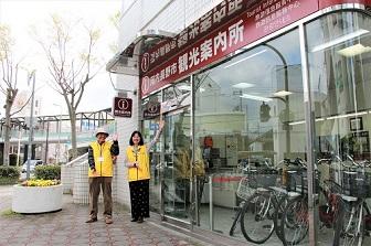 河内長野駅のロータリーにあります